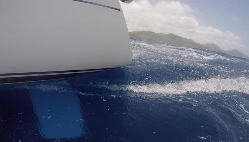 sailing-antigua-stern-wave